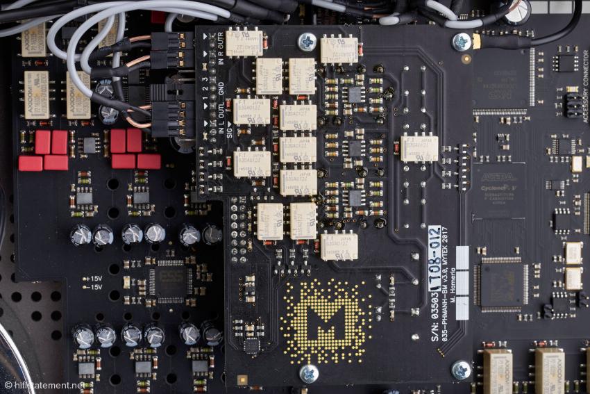 Das Phono-Modul im Detail. Alle Schaltvorgänge erfolgen über die direkt auf der Platine montierten Relais