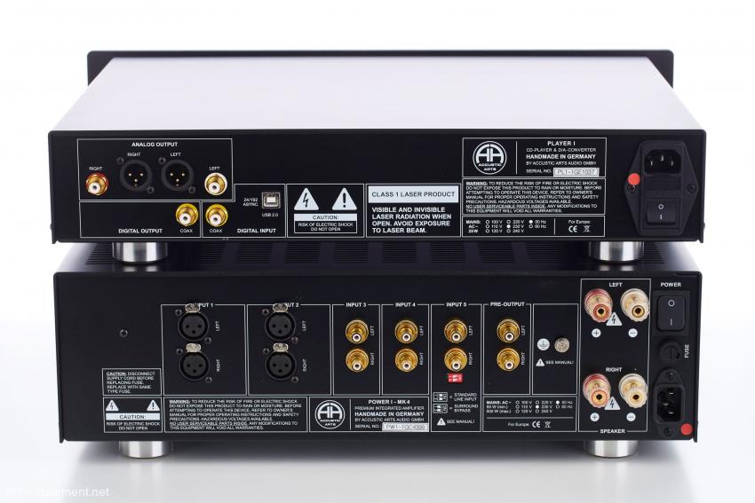 Auf den Rückseiten von Power I MK 4 und Player I sind die Netzschalter in ummittelbarer Nähe zum Netzanschluss platziert. Löblich die Kennzeichnung der Netzphase. Wird leider viel zu selten gemacht
