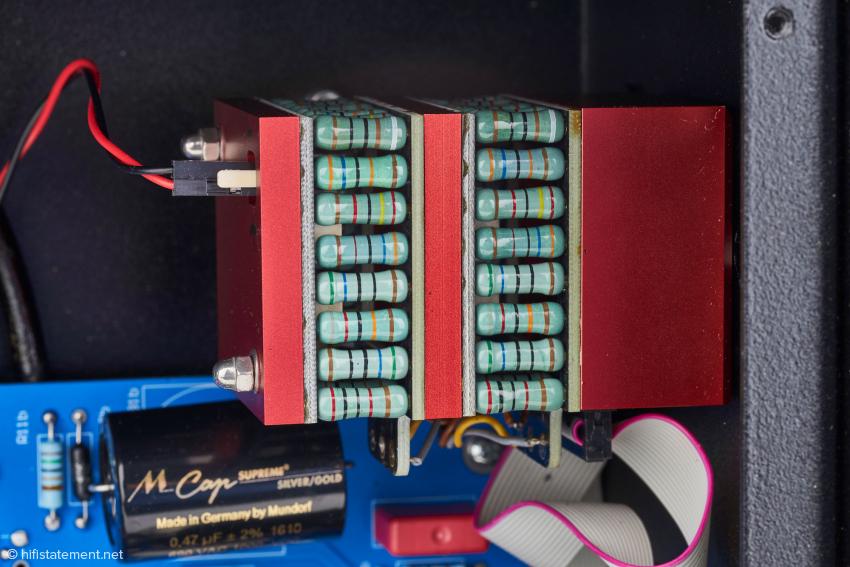 Aufbau der Lautstärkeregelung via per Relais angesteuerte Einzelwiderstände