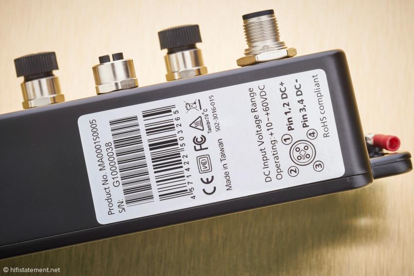 Die Belegung der Buchse zur Stromversorgung wird dem Benutzer mitgeteilt