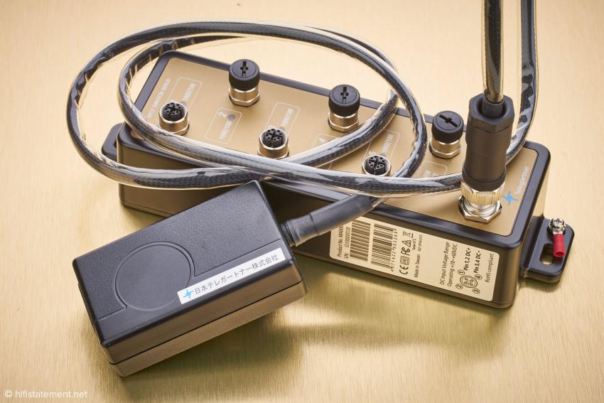 Das mitgelieferte Schaltnetzteil entspricht den Anforderungen für medizinische Geräte