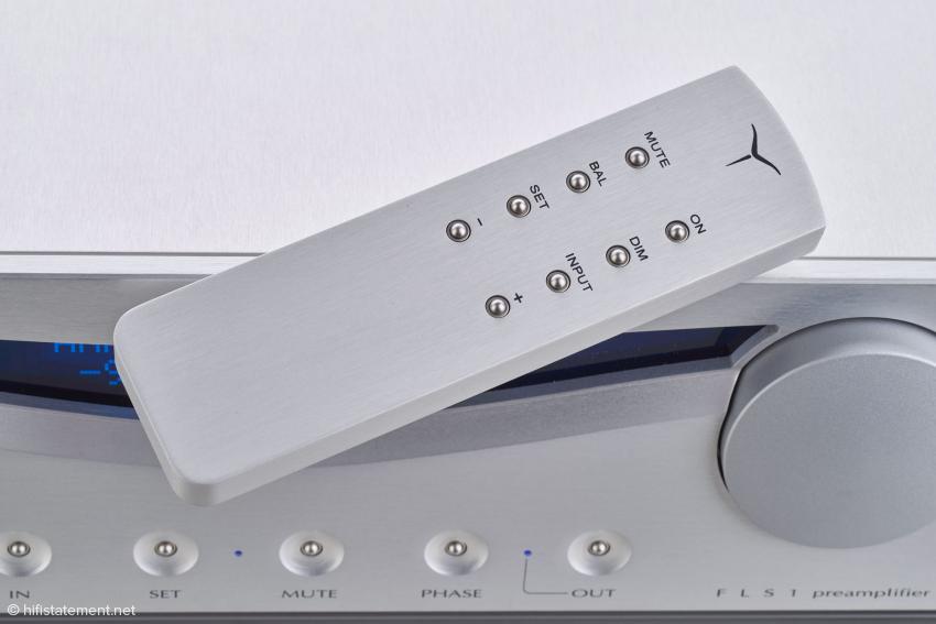 Mit der soliden Aluminium-Fernbedienung lassen sich alle Funktionen der Vorstufe steuern