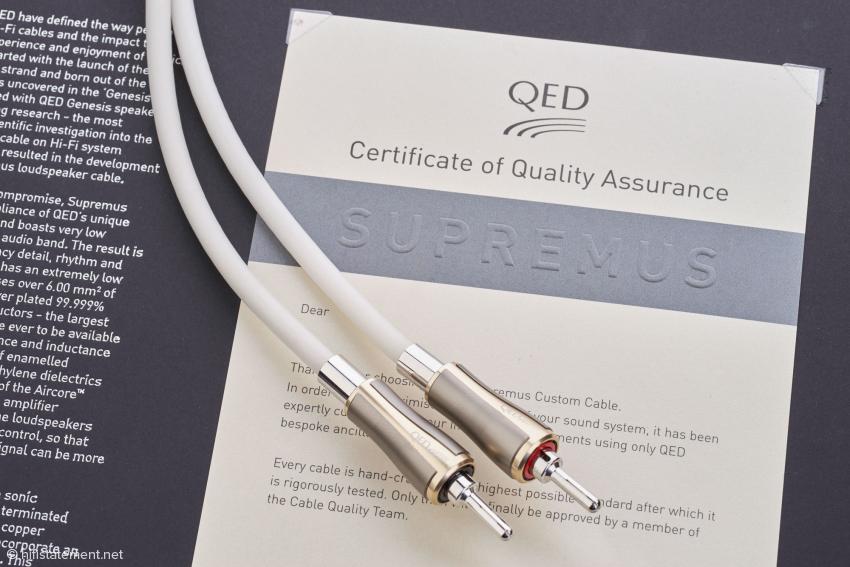 In der standesgemäß hochwertigen, aber nicht übertrieben kostspieligen Verpackung finden sich eine technische Beschreibung und ein Zertifikat