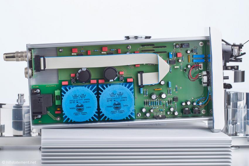 Der Blick in die Motorsteuerung: links oben die beiden Zehngang-Potentiometer zur Feineinstellung der Geschwindigkeit