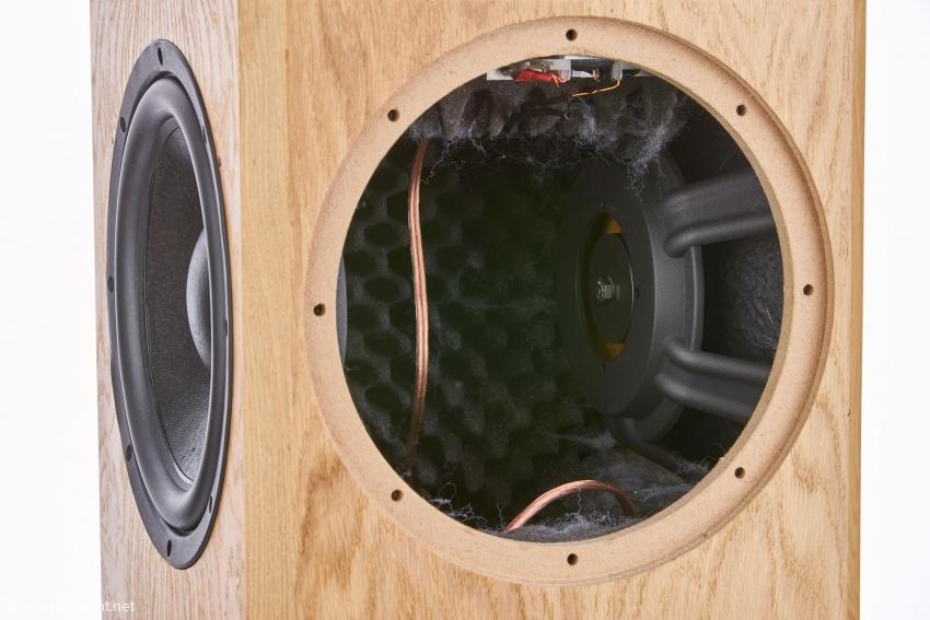 Rechts sieht man die Rückseite einer von zwei Passivenmembranen, die nach Vorgaben von Bohne Audio ebenfalls vom italienischen Hersteller Sica gefertigt werden