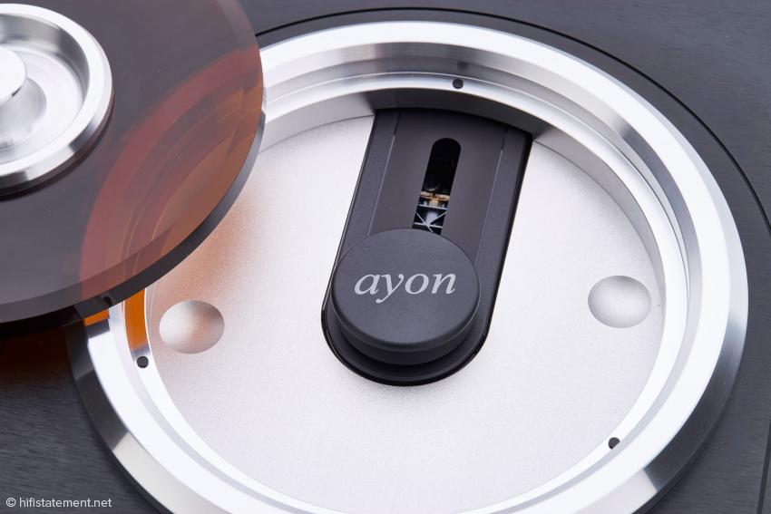 Der magnetische Puck ist beim neuen Modell nicht mehr in die Abdeckplatte integriert, sondern muss gesondert aufgelegt werden