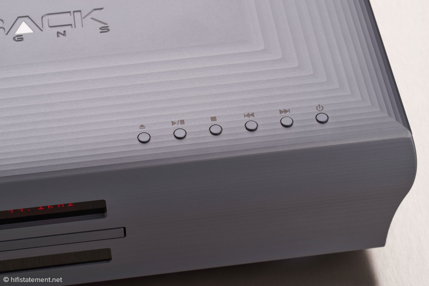Vorbildlich: Auch wenn die Batterien der Fernbedienung mal leer sind, lässt sich der Dream Player über diese dezenten Tasten bedienen