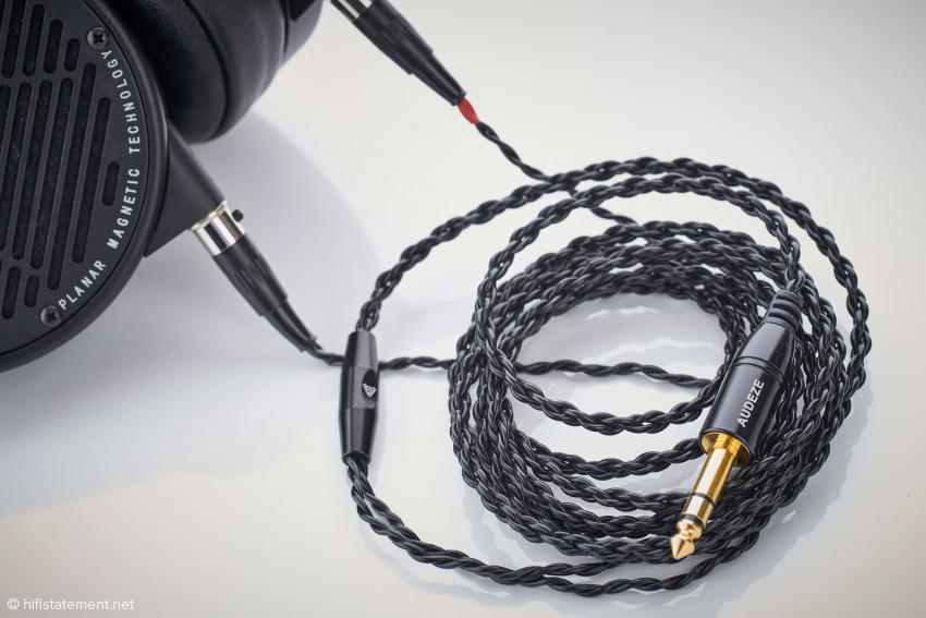 Das mitgelieferte Kabel ist ausreichend lang und flexibel