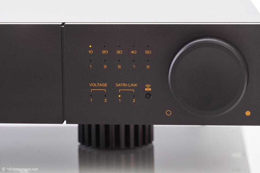 Mit der kleinen Fernbedienung lassen sich alle Funktionen des AMP-41 steuern