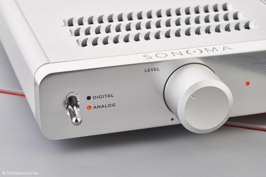 Analoge Signale werden von AKM-Wandlern digitalisiert, im DSP bearbeitet und abschließend von ESS-Sabre-DACs gewandelt