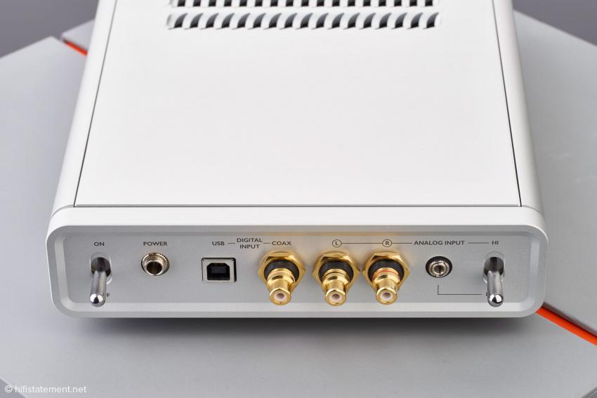 Der Verstärker des M1 besitzt zwei analoge und zwei digitale Eingänge