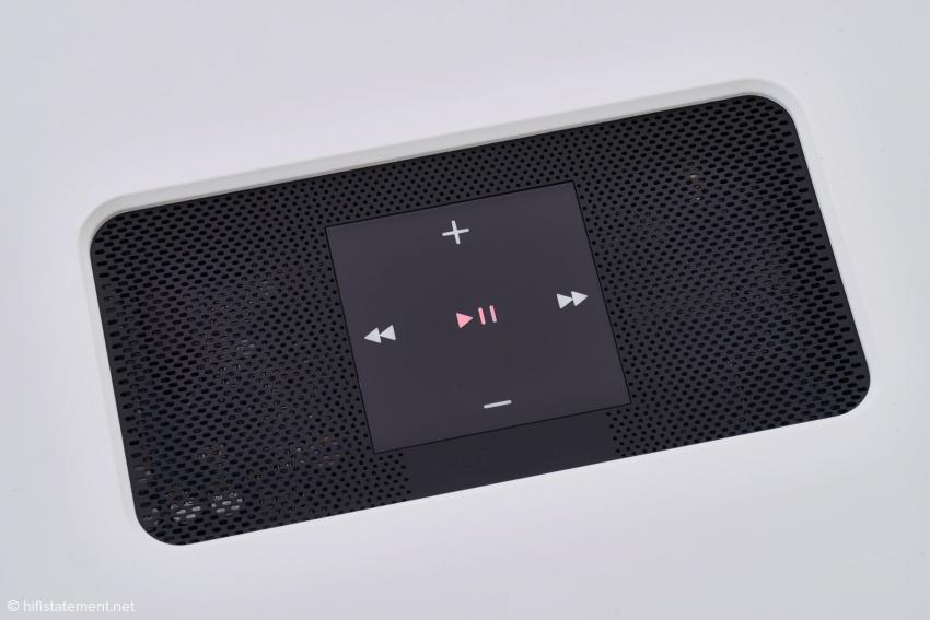 Das Bedienfeld des Vault 2 wird dank der hervorragenden BluOS-App nur zum Ein- oder Ausschalten mittels des zentralen Pause/Play-Tasters benötigt