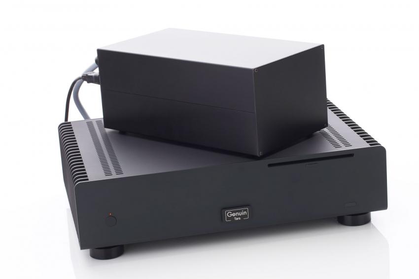 Hier kann man die Größe des externen Netzteils im Verhältnis zum eigentlichen Server gut erkennen