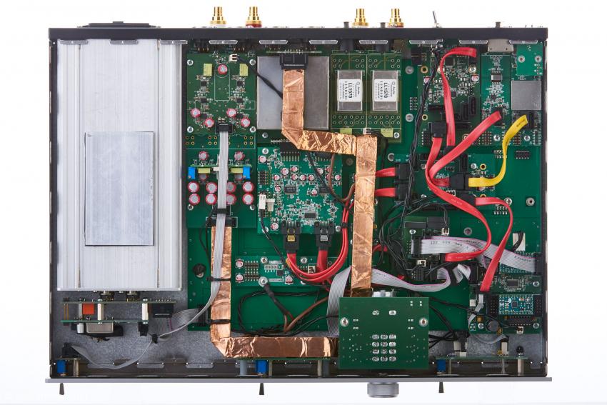 Der arfi-dac2xt ist modular aufgebaut. Links das vollgekapselte Netzteil