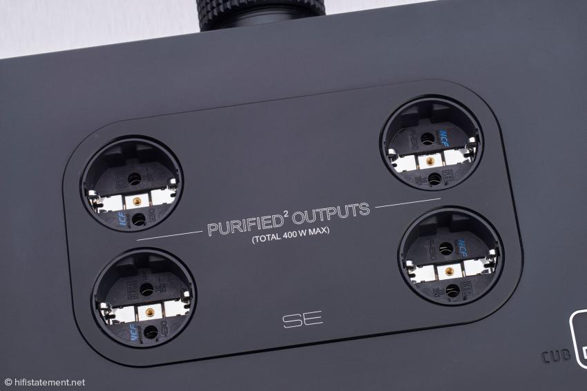 Vier sogenannte Purified Outputs stehen für empfindlichere Geräte wie Vorverstärker, Streamer, CD Player oder auch D/A Wandler zur Verfügung. Sie sind mit insgesamt drei Ampere abgesichert und verfügen über kaskadierte EMI-Filter