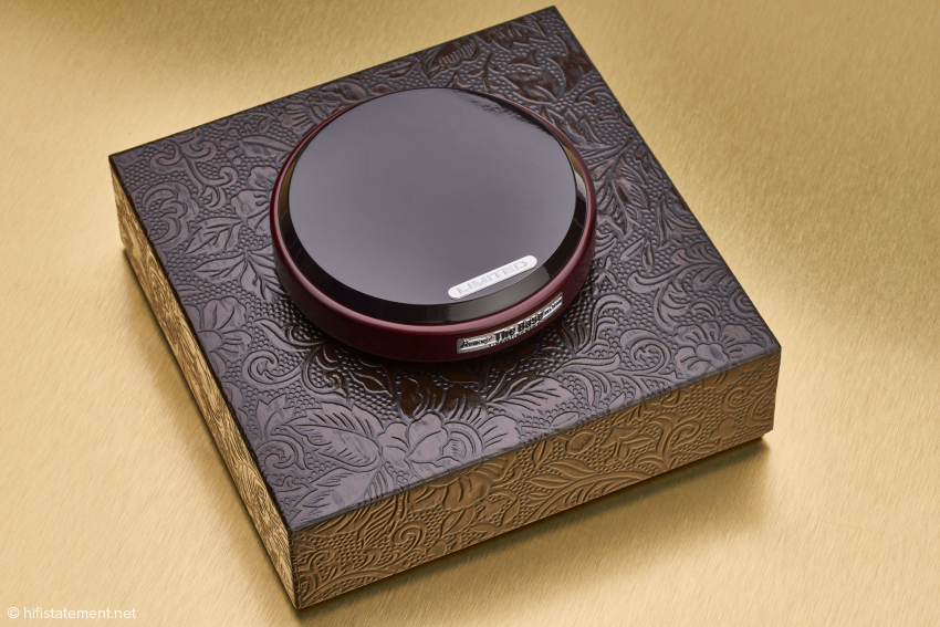 Wie alle Harmonix-Produkte wird auch The Base in einer aufwändigen Verpackung geliefert