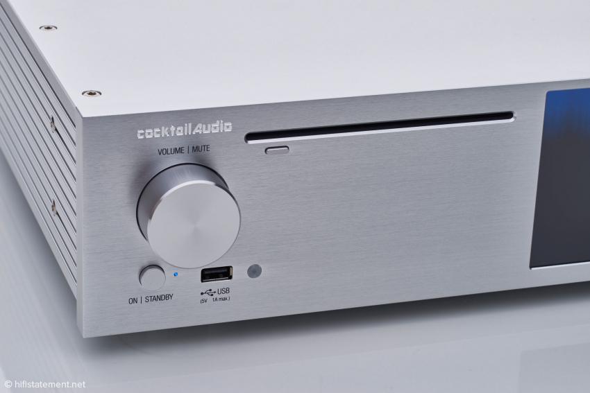 Das optische Laufwerk liest CDs und DVDs, brennt auf Wunsch Audio-CDs und klingt als CD-Spieler beeindruckend gut