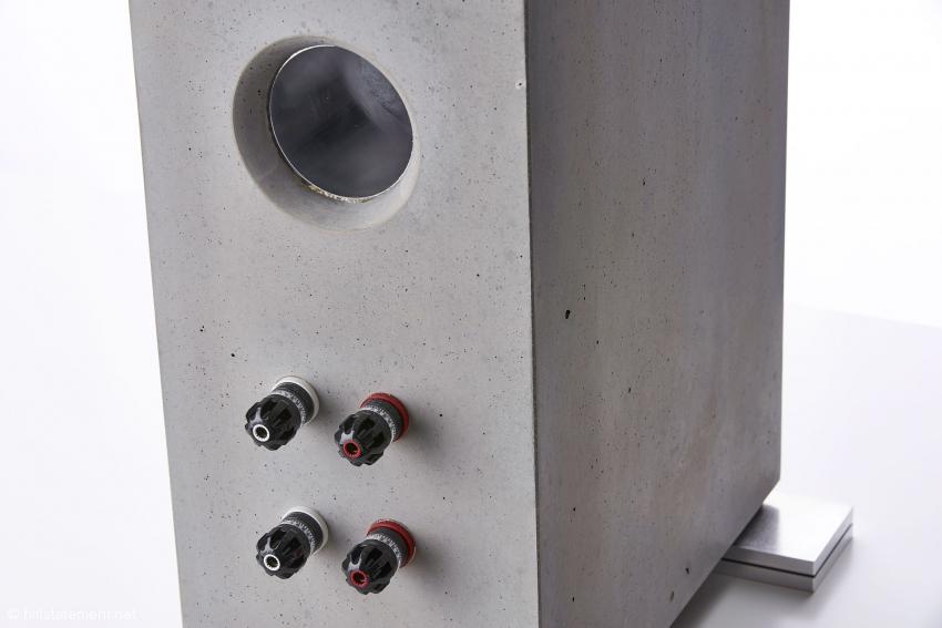 Feine Zutaten: WBT Nextgen Bi-Wiring-Terminals, ein Bassreflexrohr aus Aluminium und Sorbothane-Spezial-Gummis zwischen den Gerätefüßen