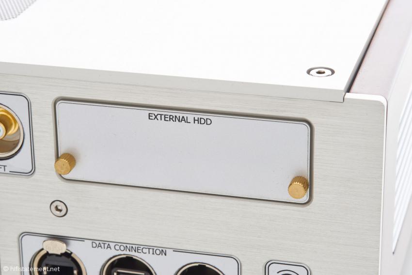Das Model 4 ist mit zwei Zwei-Terabyte-Platten ausgestattet. Hier können weitere Platten eingeschoben werden