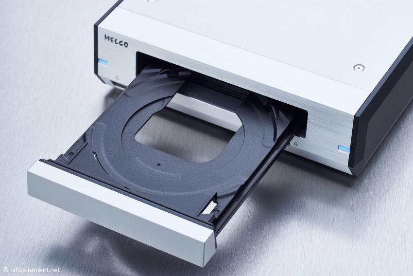 Die Schublade des eingebauten Pioneer Blu-ray-Laufwerkes läuft sauber