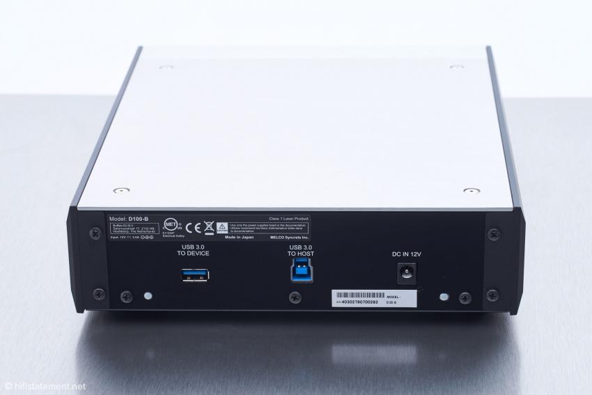 Untypisch für ein externes optisches Laufwerk sind die beiden verschiedenen USB-3 Anschlüsse des D100