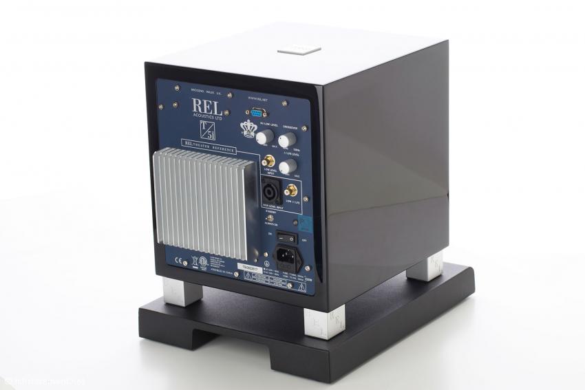 Das Anschlussfeld des REL T5/i bietet diverse Anschluss- und Regelmöglichkeiten. Der Speakon-Eingang für die Lautsprecher ist eine Anleihe aus dem Profibereich