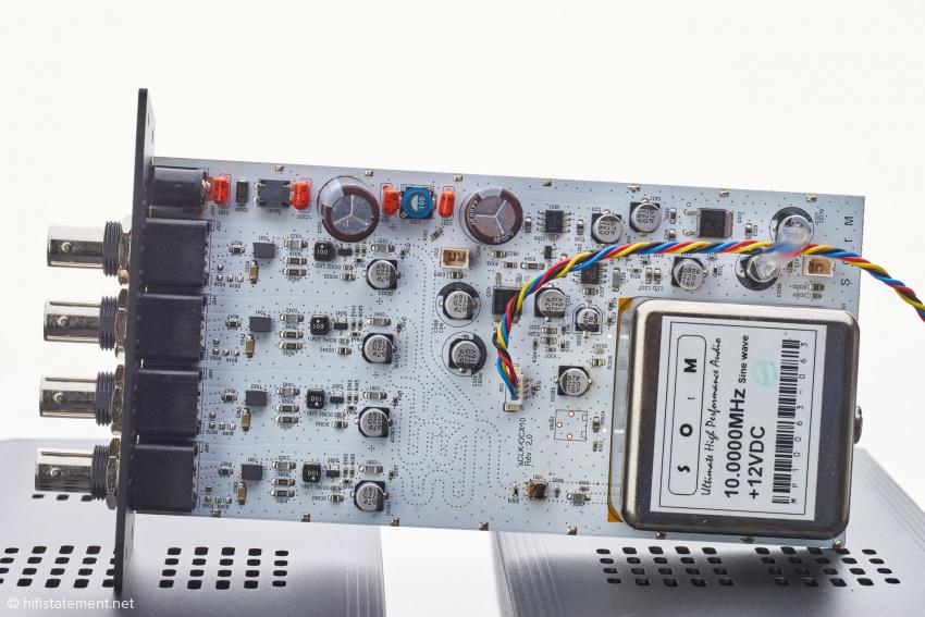 Innenansicht der Clock: rechts abgeschirmt der Clock-Generator
