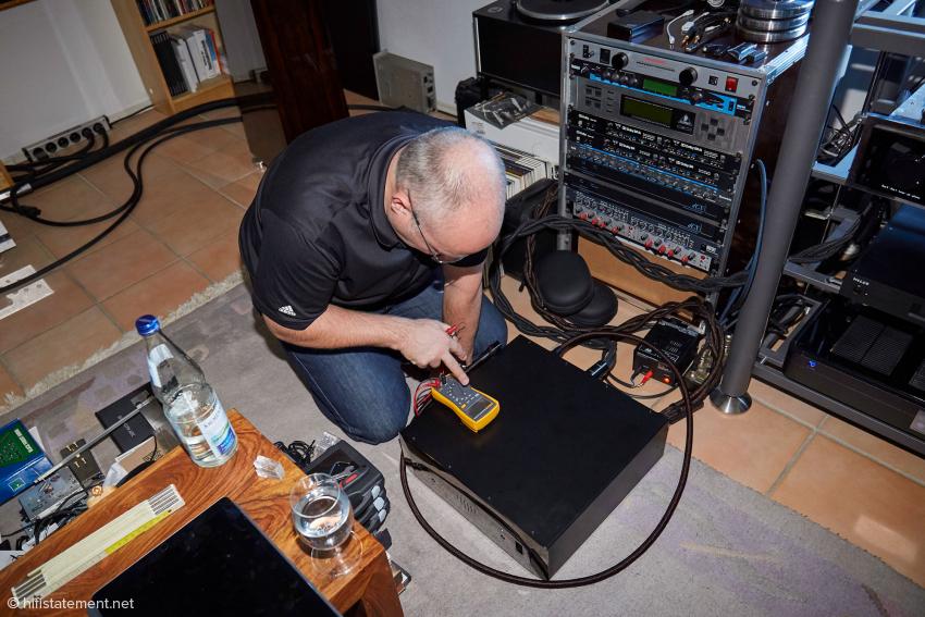Der Kabel-Spezialist bei der Phasenbestimmung am Niagara 7000