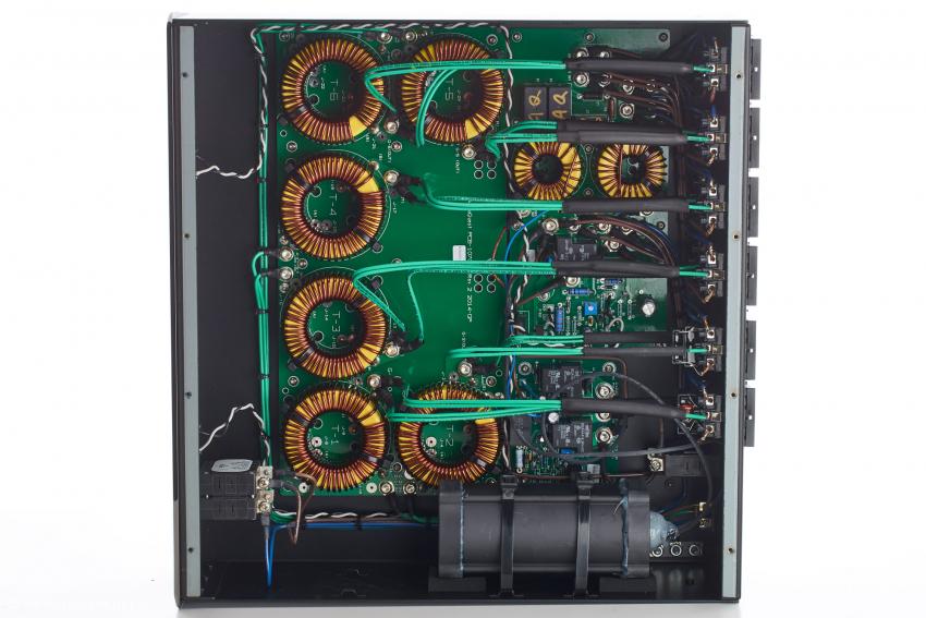 Ein Blick in den 5000-er: Das große schwarze Bauteil gehört zum Power-Correction-System. Was es genau ist, gab Garth Powell nicht preis