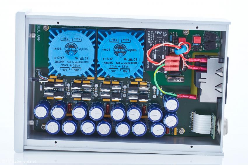 Der Blick ins Innere des model ps300 zeigt den erheblichen Mehraufwand gegenüber dem Standard-Netzteil. Es liefert die benötigten 24 Volt, separat für jeden Kanal und jeden der symmetrischen Züge