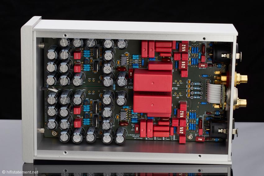 Der schaltungstechnische Aufbau der model blue MKII unterscheidet sich von dem der model surzur MKII