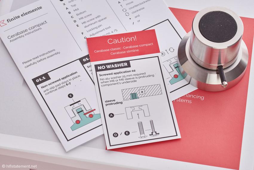 Bei der Montage an herausstehenden Gewinden, ist der Einsatz einer Unterlegscheibe nicht notwendig. Die kleine Schraube mit dem schwarzen Gummimantel dient lediglich der Transportsicherung und wird einfach herausgezogen