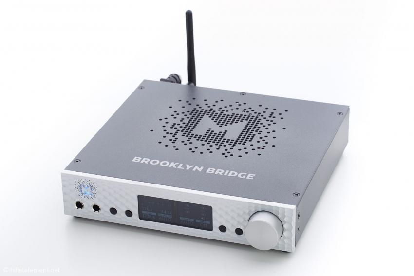 Das Gehäuse ist identisch mit dem des DAC+, der Aufdruck und die Antenne macht eine Verwechslung dennoch unmöglich