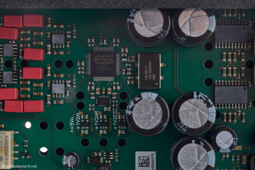 Die Sektion rund um den Wandler-Chip ES9028Pro ist absolut identisch aufgebaut wie bisher im DAC+