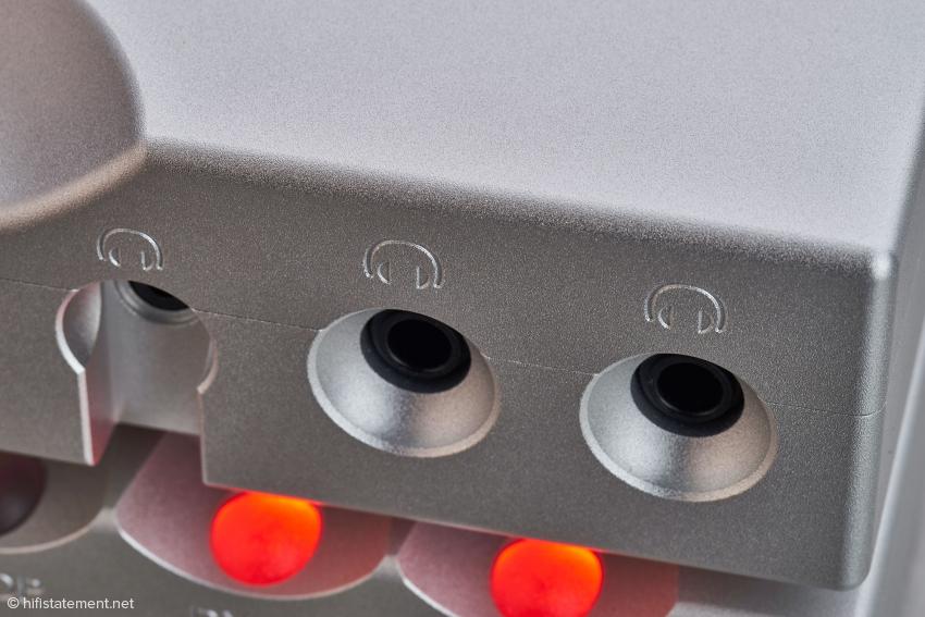 Der Hugo TT 2 glänzt mit drei gleichzeitig verwendbaren Kopfhörereingängen