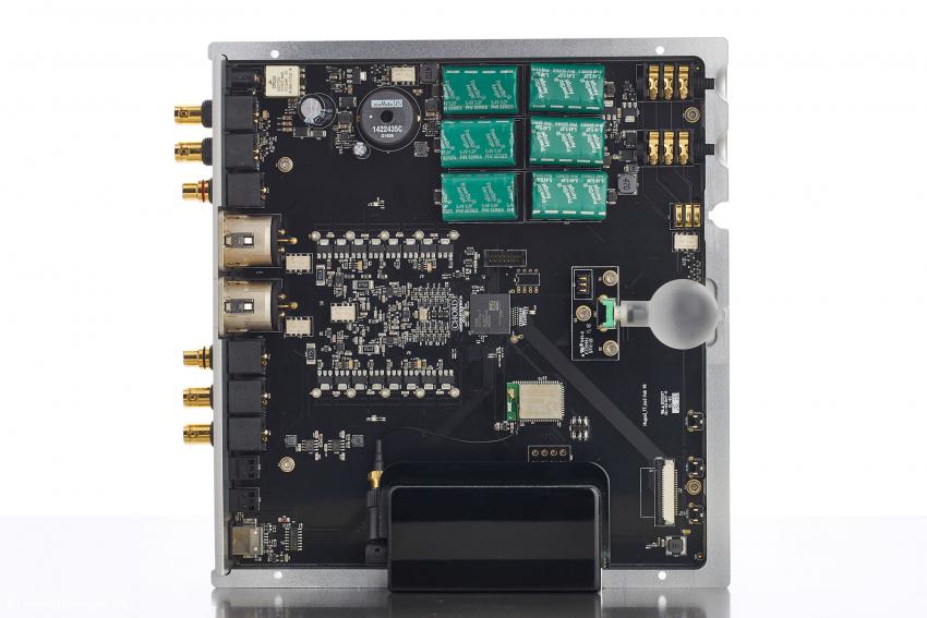 Der Hugo TT 2 von innen: oben in der Mitte die Super Caps, darunter der FPGA und links daneben die Ausgangsstufe