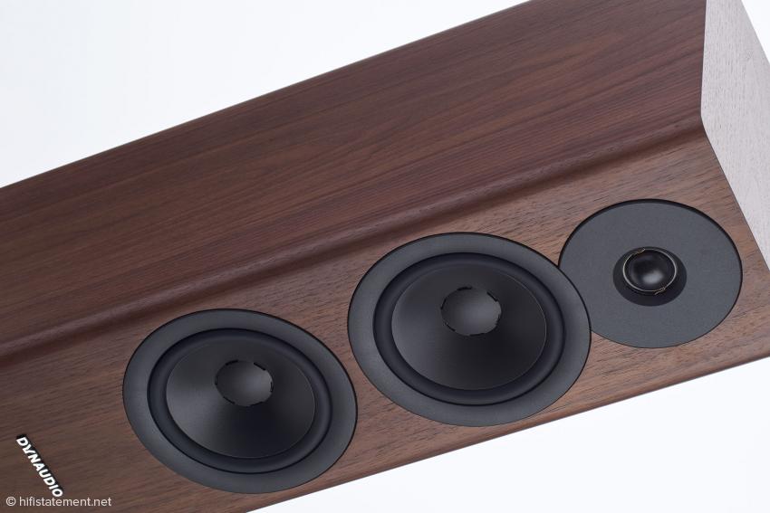 Perfekt gefertigt und mehr Möbel als Lautsprecher: Durch die elegante Abdeckung der Chassisverschraubungen wird der edle Charakter noch unterstützt