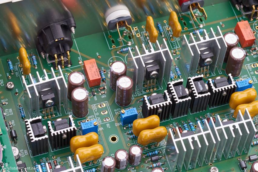 Die Gelben sind die kostspieligen Silberglimmerkondensatoren