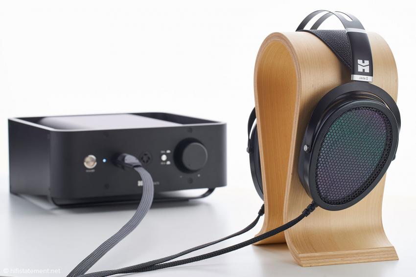 Die Kabellänge ist gut dosiert und lässt dem Hörer genügend Freiraum