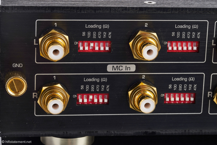 For each of the two MC inputs, six load impedances or combinations thereof are adjustable