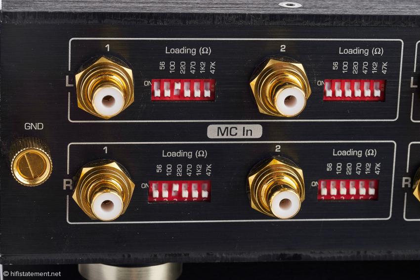 Für jeden der beiden MC-Eingänge stehen sechs Lastimpedanzen oder Kombinationen daraus zu Verfügung