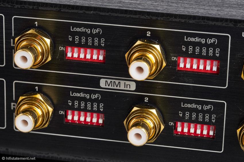 Die beiden MM-Eingänge können mit jeweils sechs Lastkapazitäten abgeschlossen werden