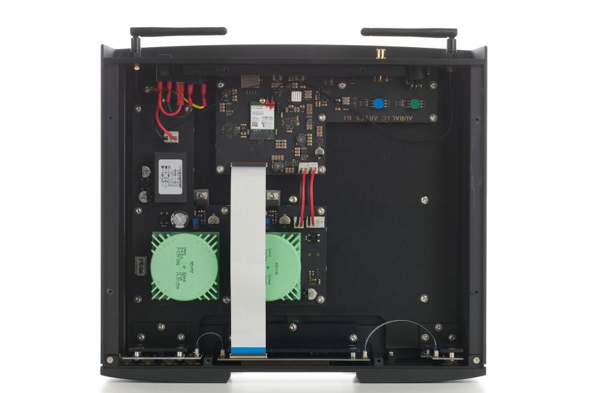 Auch dem G1 hat Auralic zwei Netzteile in Purer-Power-Technologie spendiert. Im Gehäuse wäre noch Platz für eine Festplatte, aber damit käme der G1 seinem großen Bruder wohl zu nahe