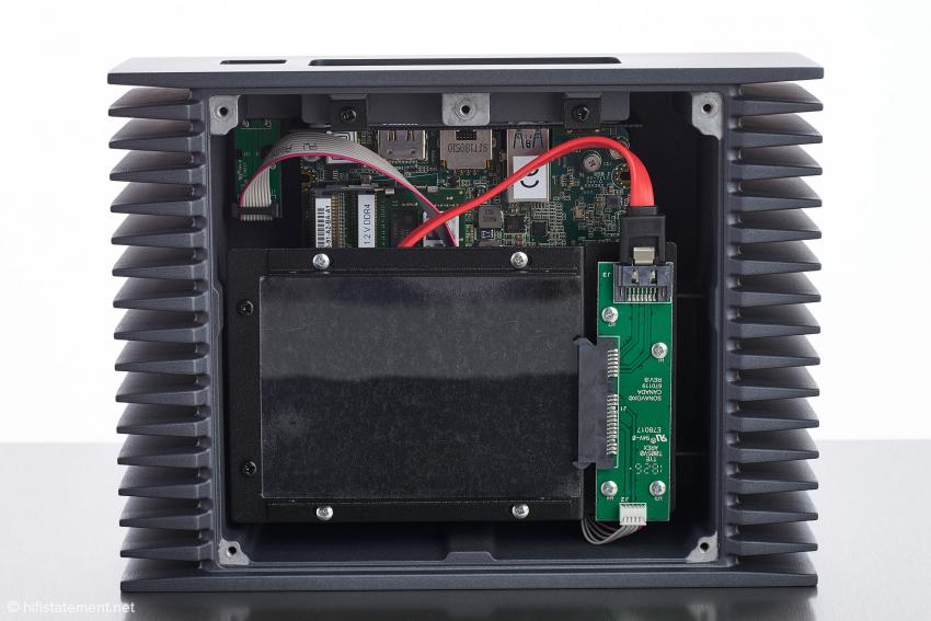 Der Nucleus+ bietet Platz für den Einbau einer Festplatte bis 9,5 Millimeter Höhe. Wenn die Kapazität reicht, können Sie auf den Erwerb eines audiophilen NAS verzichten