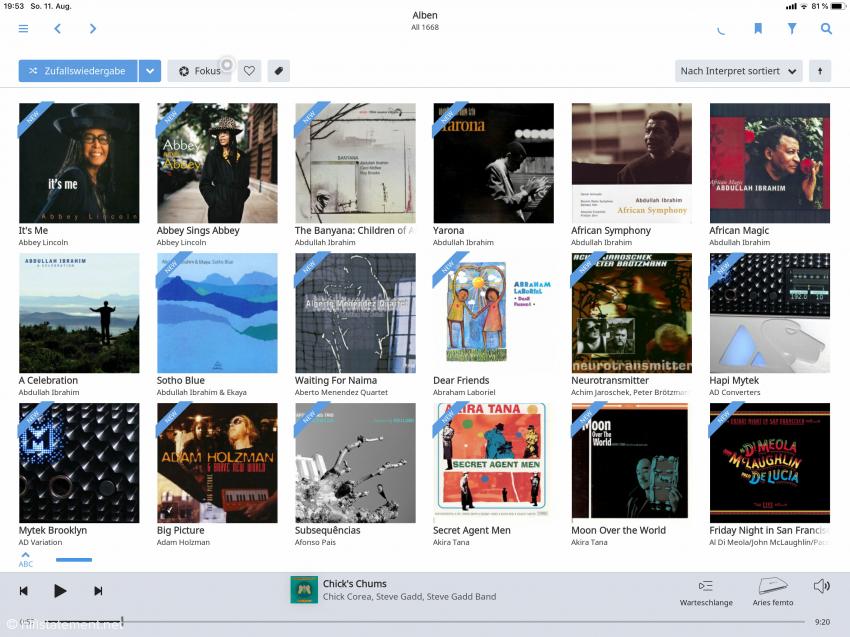 Die Alben werden nach Künstlern geordnet dargestellt. Die Präsentation ist nett anzusehen, aber etwas gewöhnungsbedürftig: Man scrollt nicht von oben nach unten, sondern von rechts nach links