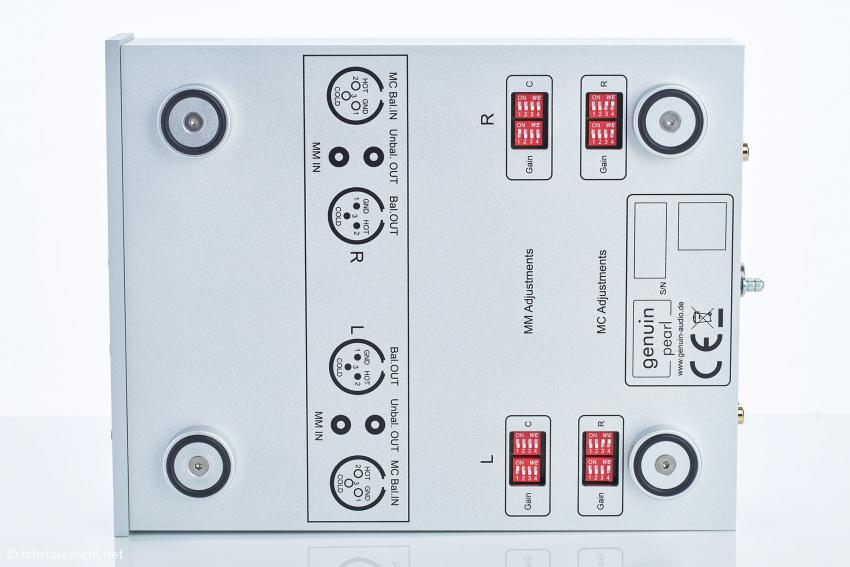 Die Gain-Einstellung für MM-Systeme definiert den Wert, auf dem die zusätzliche MC-Verstärkung aufbaut. So wie im Bild sollten die Lastwiderstände für MCs nicht geschaltet werden. Man beginnt mit Schalter eins und arbeitet sich dann nach rechts weiter hoch