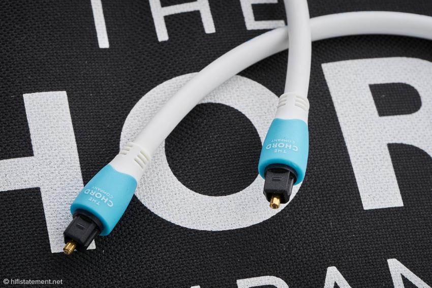 Die Kunststoffkappen des C-Lite Optical sind poliert, das Kabel ist durch seinen robusten Aufbau vor äußeren Einflüssen geschützt