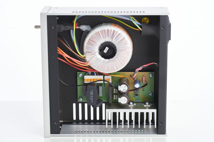 Man sieht, dass im soliden Aluminium-Gehäuse ebenso solide Technik steckt, die auch hörbare Vorteile bringt