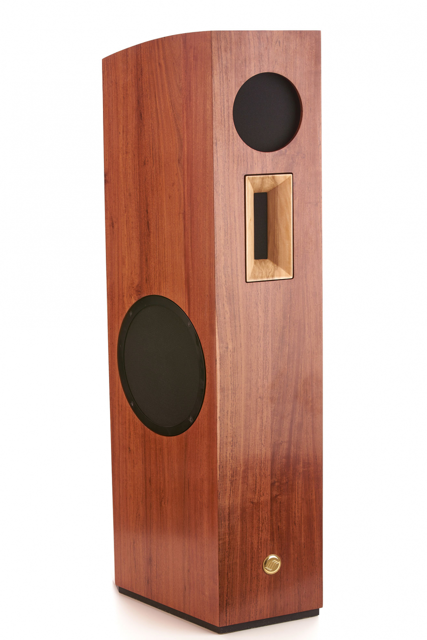 The price for a pair of Pirol starts at 50.000 euros. The enclosure is made of a three-layer composite material. The design of the outer shell in solid Rhodesian teak wood and the wooden horn are subject to additional surcharges, but are intended to also benefit the sound