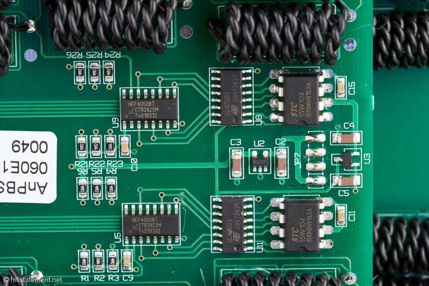 """Fünf """"Ansuz Analog-Dither""""-Schaltungen generieren die Wechselspannungen für die aktiven Ethernet-Kabel"""